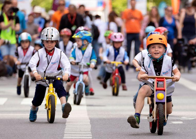 Illustratiebeeld van jonge fietsertjes EPA/RONALD WITTEK