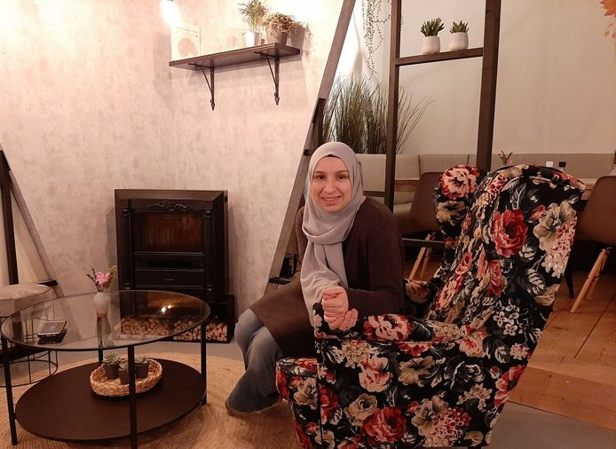 Fatma Seker in haar Yof café.