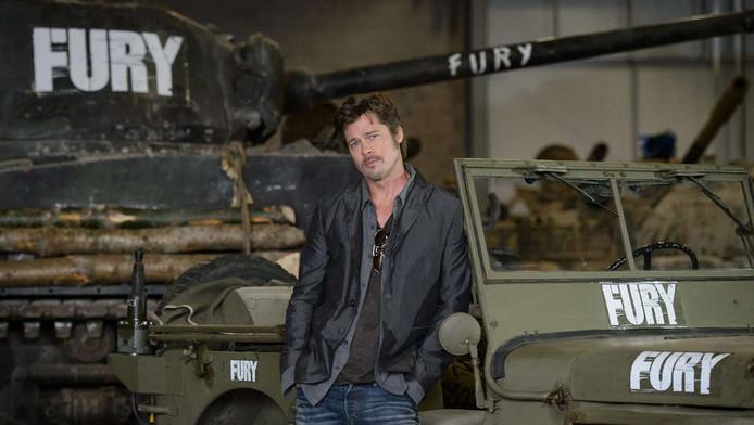 Brad Pitt met een aantal voertuigen uit de film Fury.