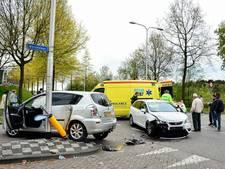 Vrouw gewond na botsing op Moersedreef Tilburg