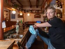 Mondkapjes zijn niet verplicht in dit café in Hasselt: 'Moeten al zo streng zijn'