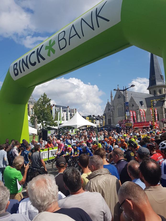 De start van de eerste rit van de BinckBank Tour in Beveren.