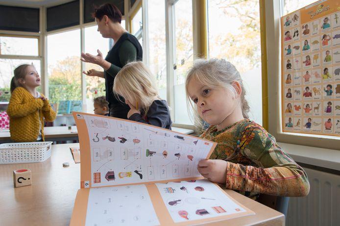 Maud van Dongen (5) zit sinds het begin van dit schooljaar in de combinatiegroep 1-2-3 van de hoogbegaafdenafdeling van basisschool De Springplank in Teteringen.