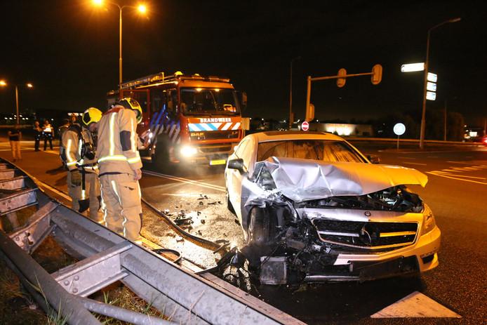 Een automobilist is vannacht uit de bocht gevlogen toen hij vanaf de A4 de Wippolderlaan in Den Hoorn in wilde rijden.