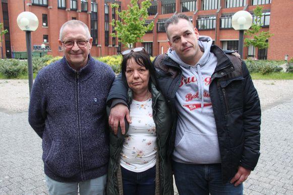 Elly's vader Davy Buysse (39) en zijn ouders Chantal De Roo (58) en Eric Buysse (59) uit Assenede
