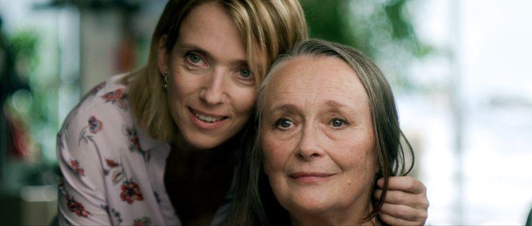 Dochter Anne (Léa Drucker) en moeder Madeleine (Martine Chevallier) in Deux. Beeld