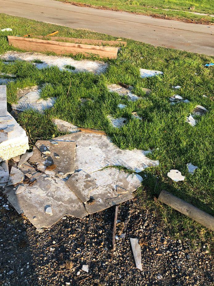 De gemeente Waalwijk heeft monsters genomen van de troep die op het terrein is gedumpt waar voorheen de jachthaven zat.