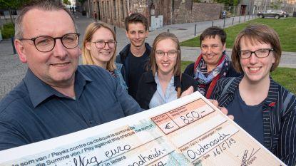 Wandelclub Hanske De Krijger schenkt 850 euro aan Centrum Geestelijke Gezondheidszorg