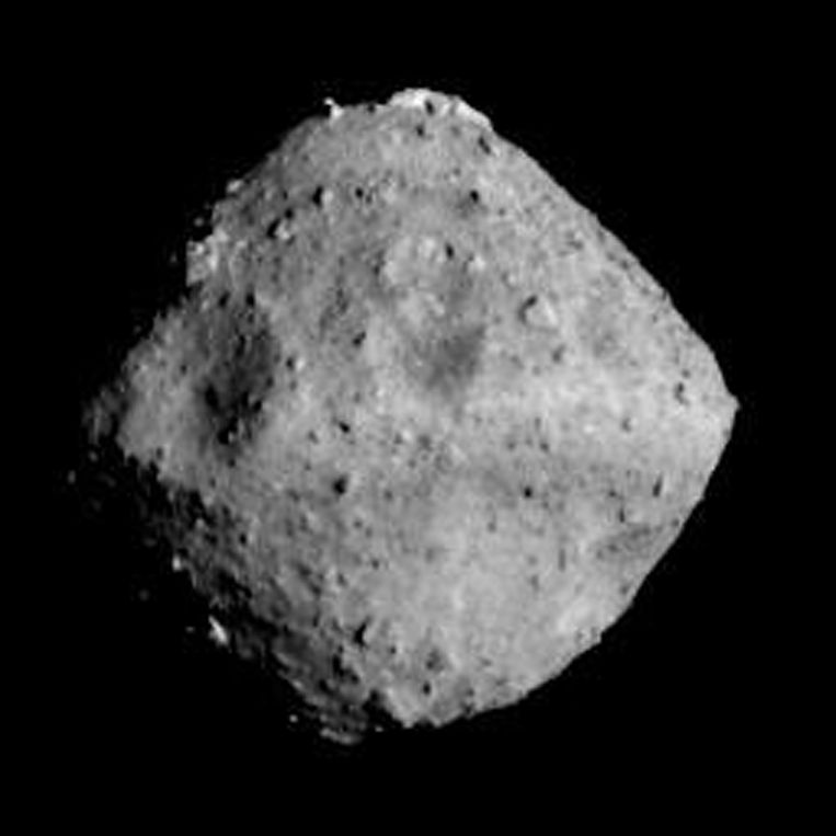 Een foto van de Ryugu-asteroïde die werd genomen op 24 juni 2018.