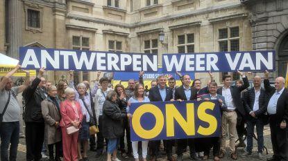 """""""Een poging de 'immigratietsunami' te stoppen"""": Vlaams Belang trekt met mobiele radiostudio en partijprogramma door Antwerpen"""