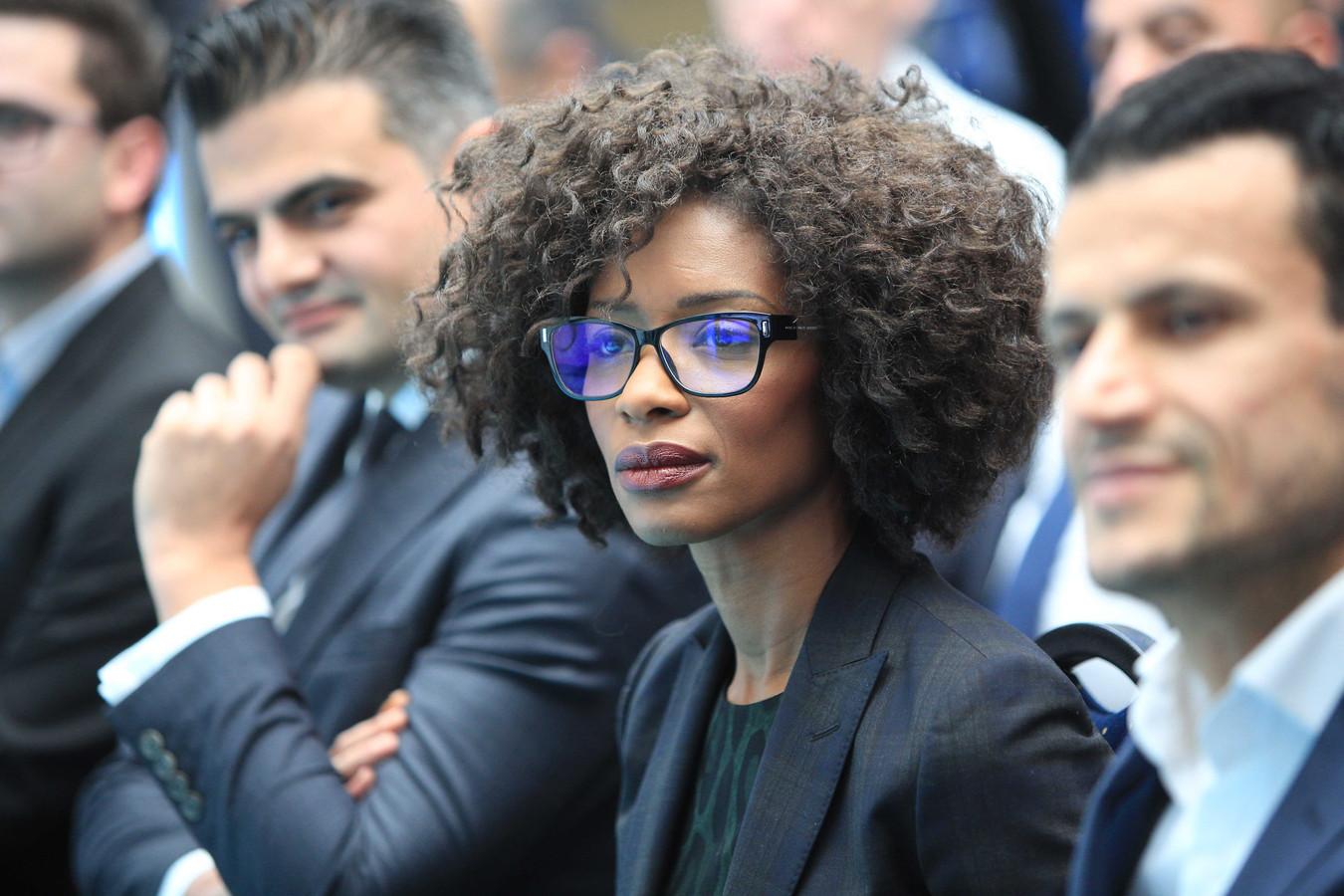 Sylvana tijdens de presentatie van het verkiezingsprogramma van DENK.