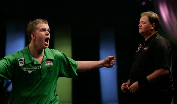 Michael van Gerwen won, in 2006 alweer, op de World Darts Trophy van Raymond van Barneveld.