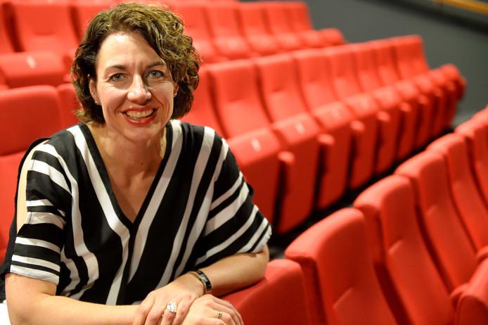 Riëtte Kruize, directeur van stadstheater De Bond, presenteert 'In de kijker'.