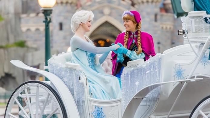 Elsa en Anna in Disneyland Parijs.