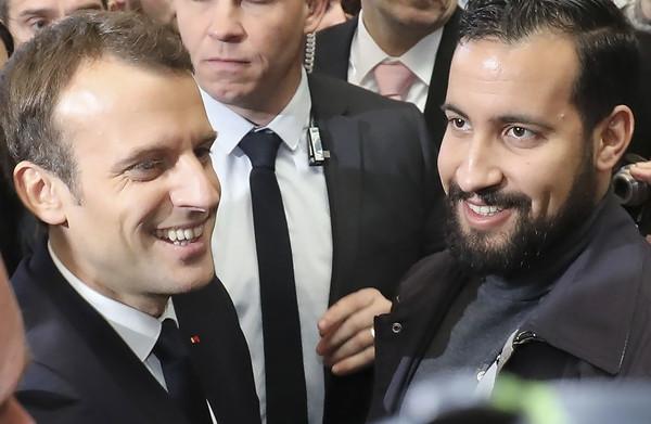 Hoe een beveiliger zich opwerkte tot vertrouweling van president Macron – en vervolgens in de fout ging