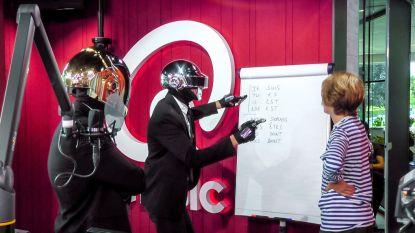 Daft Punk komt Franse les geven en heldhaftige opa krijgt ultiem bedankje: dit was de eerste nieuwe aflevering van 'Hoe Zal Ik Het Zeggen'
