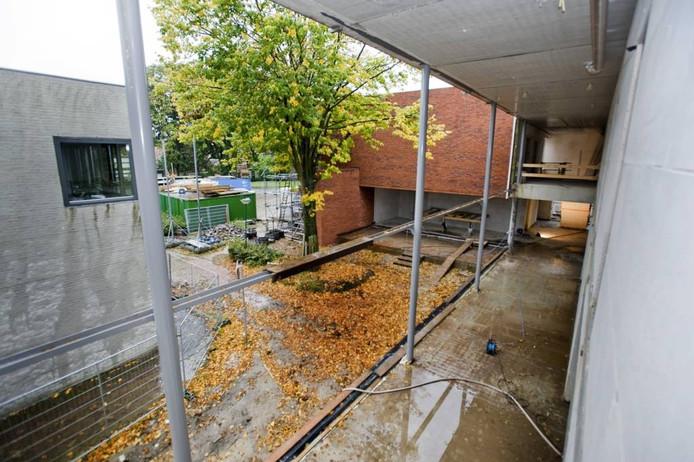 archieffoto van de bouw van het mcc, vanaf de buitenkant Theaterzaal.
