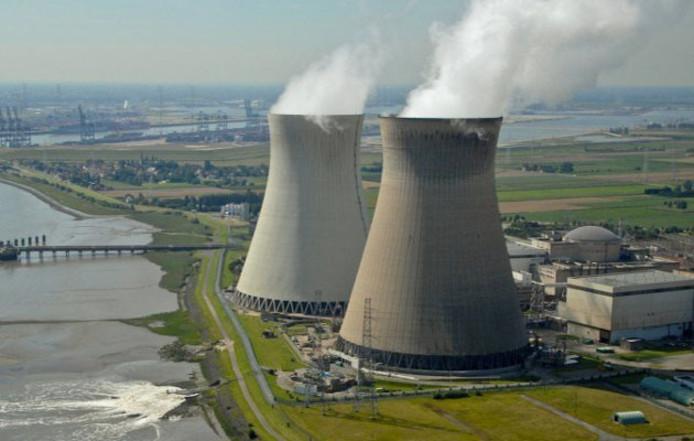 Les centrales de Doel 1 & Doel 2.