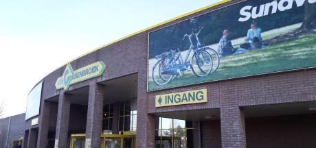 Van Cranenbroek moet in Schijndel flink het mes zetten in verkoop fietsen en kleding