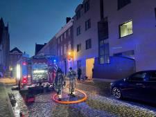 Appartement onbewoonbaar na slaapkamerbrand: brandweer kan andere flats vrijwaren