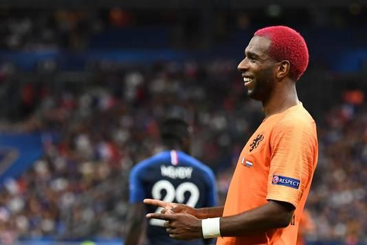 Ryan Babel is blij na zijn goal in Parijs tegen wereldkampioen Frankrijk.