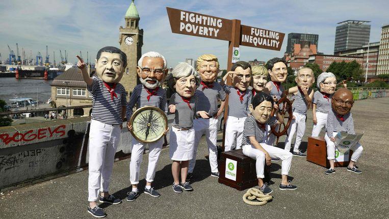 Anti-kapitalisme activisten verkleed als wereldleiders tijdens een protest in Hamburg. Beeld null