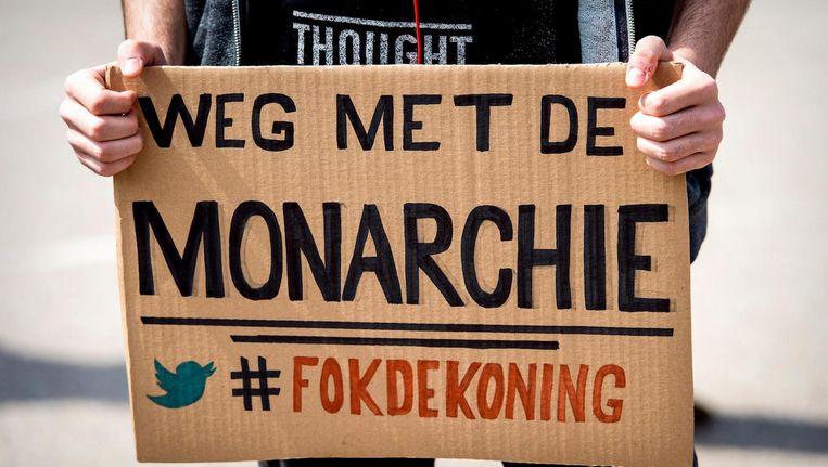 Bordje tijdens een protest tegen de arrestatie van activist Abulkasim Al-Jaberi, die tijdens een demonstratie tegen Zwarte Piet in 2014 'Fuck de koning' had geroepen. Beeld anp
