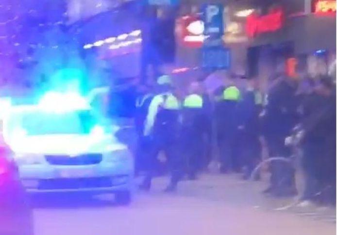 Un passant a pu prendre quelques images après l'arrivée de la police.