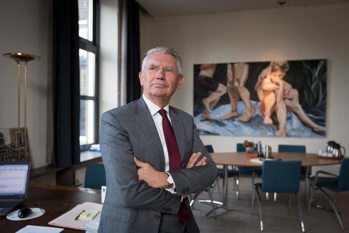 Burgemeester Toon van Asseldonk bij zijn aantreden in 2013 in de gemeente Overbetuwe.