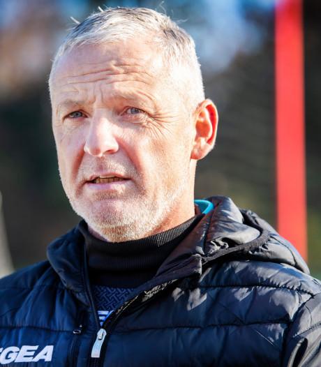 NEC-trainer De Gier voorstander van experiment met gele kaarten voor stafleden