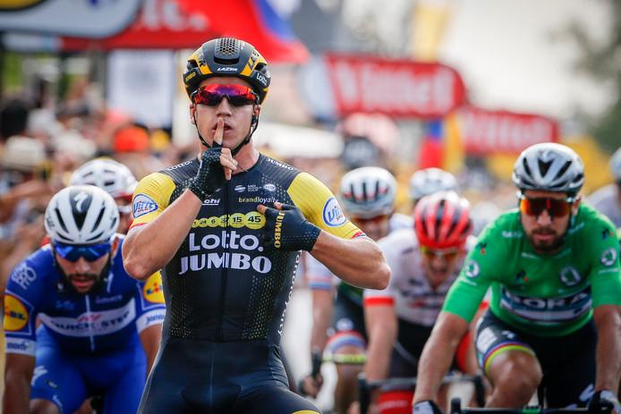 Dylan Groenewegen zorgde in de zevende etappe voor het eerste Nederlandse succes. Hij klopte Fernando Gaviria (l) en Peter Sagan (r) in de sprint.