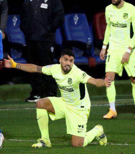 Suárez schiet Atlético met twee goals naar late zege op Eibar