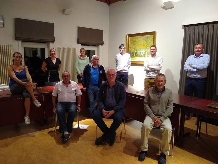 De vzw Sport en Recreatie heeft met Rik Bonquet (zittend, centraal) een nieuwe voorzitter.