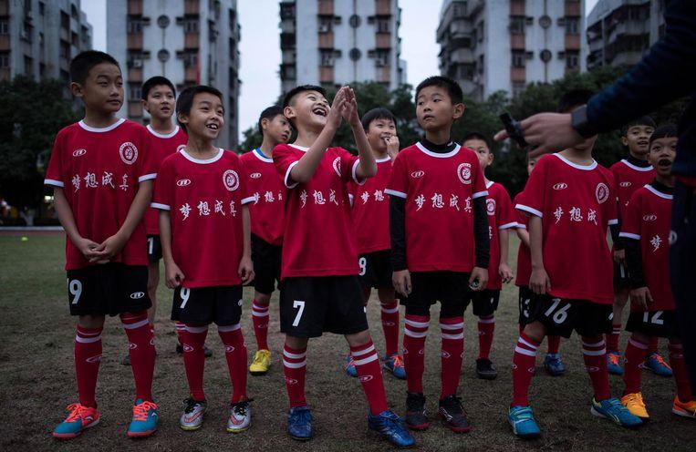 De spelers zijn klaar voor een training van Guangzhou in Zuid-China. Beeld AFP/Getty Images