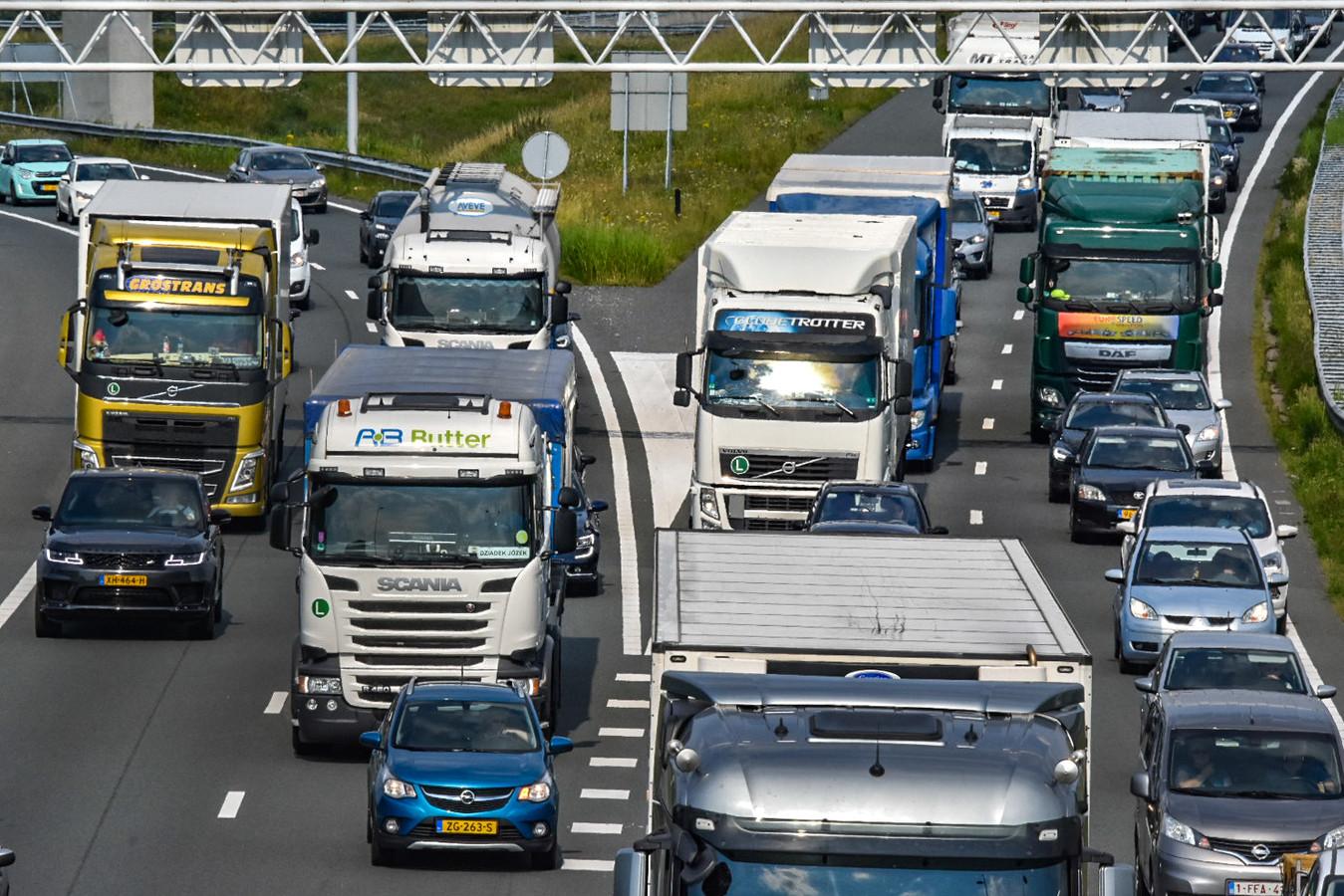 Voor vrachtverkeer gaat vanaf 2023 een kilometerheffing gelden op vele tientallen belangrijke wegen.