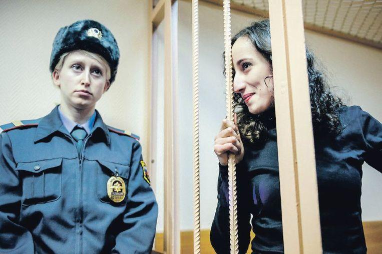 Faiza Oulahsen tijdens de rechtszaak in Sint-Petersburg over het Russische boorplatform Prirazlomnaya. Beeld reuters