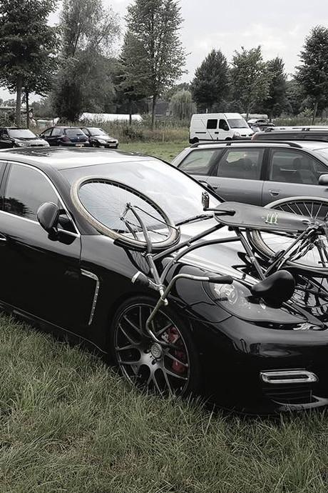 Jeroen uit Borne wil beelden vernielers Porsche online zetten