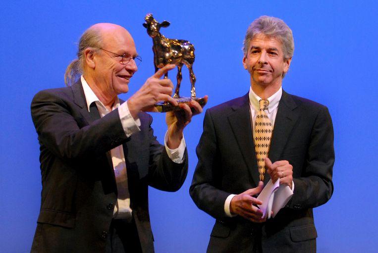 Robby Muller kreeg in 2007 de Gouden Kalf Cultuurprijs uitgereikt door Minister Plasterk van OCW. Beeld null