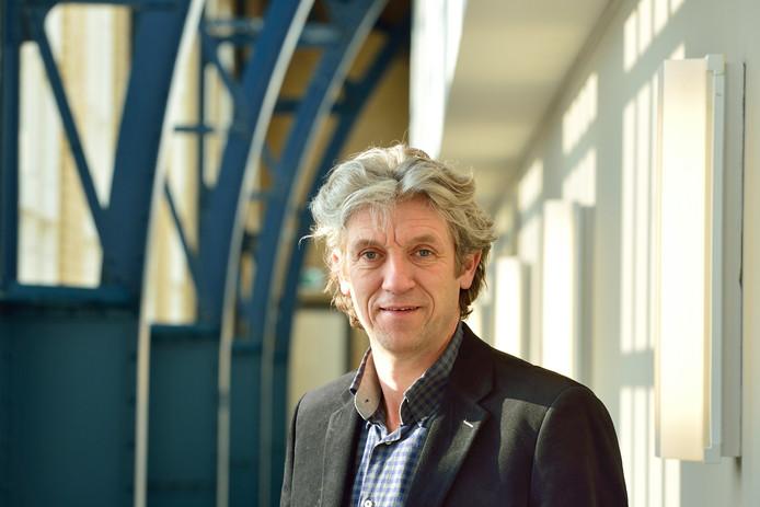 De Goudse stadsdichter Ruud Broekhuizen