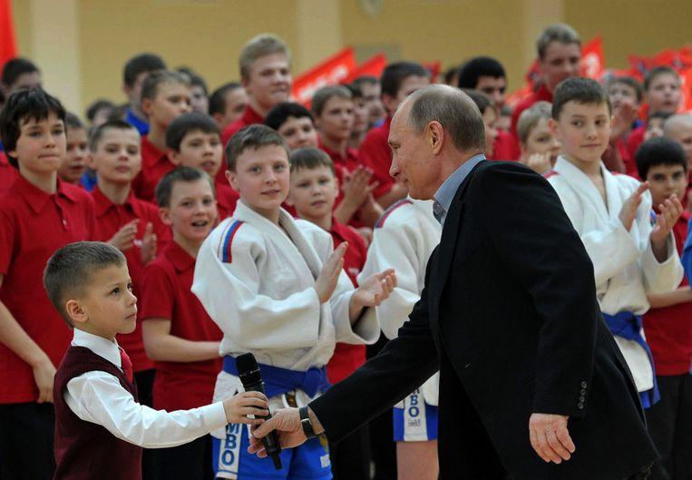 Poetin in het nieuwe vechtsportcentrum 'Sambo-70' in Moskou. Beeld ap