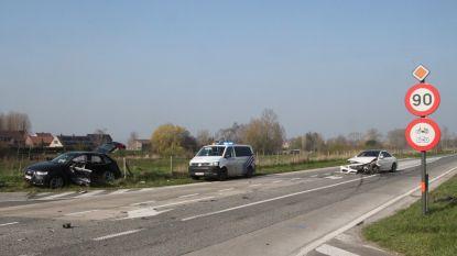 Drie gewonden bij zware klap op kruispunt