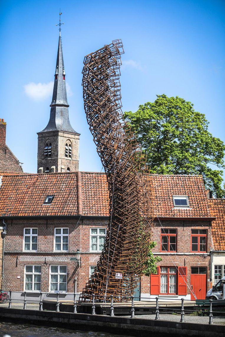 De versie van de Brugse zwaan op het Minneboplein.