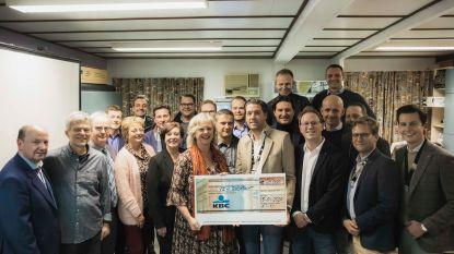 """Truiense Ronde Tafel schenkt 10.000 euro aan vzw Bindkracht: """"15.000 andersvaliden krijgen in Vlaanderen niet waar ze recht op hebben"""""""