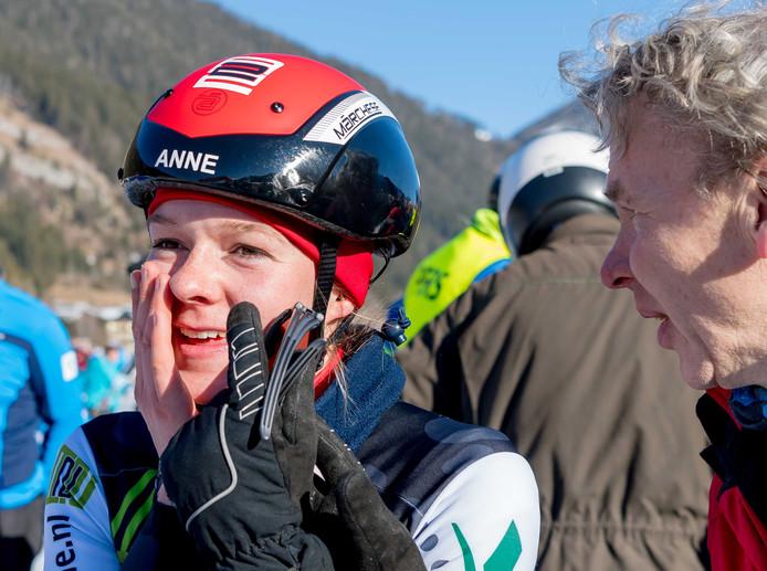 Anne Tauber na de finish van de door haar in 2018 gewonnen Alternatieve Elfstedentocht.
