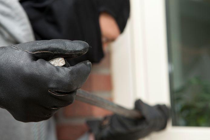 Wie in Etten-Leur twee keer in een verdachte situatie betrapt wordt met inbrekerstuig, kan een hoge boete krijgen.