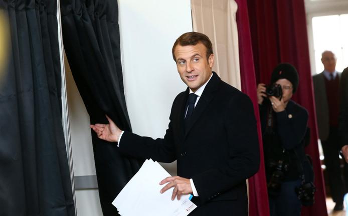 Le président de la république, Emmanuel Macron, lors du vote pour les élections européennes au Touquet, le 26 mai 2019.