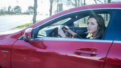 """Na 17 jaar overwint Femke (35) haar angst voor snelwegen: """"Man en moeder moeten eindelijk niet meer voor chauffeur spelen"""""""