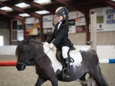 Paardensportevenement in Brabanthallen met vlogger Jaylynn (6) en Shetlandpony  Lola
