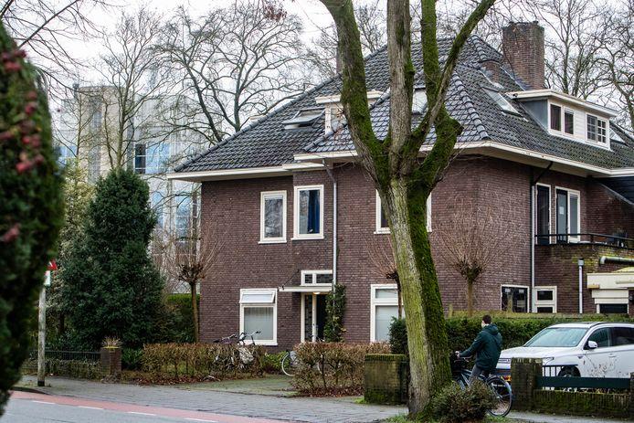 Het pand in Deventer waar Marjan Liemburg woont en ingeschreven staat. De gemeente Elburg wil daarvan bewijs zien van haar huurbaas.