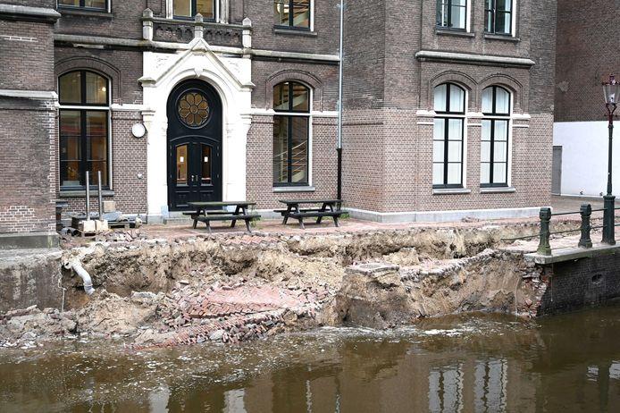 De Grimburgwal stortte bijna twee weken geleden in.